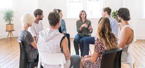 Selbsthilfegruppe bei einem Treffen